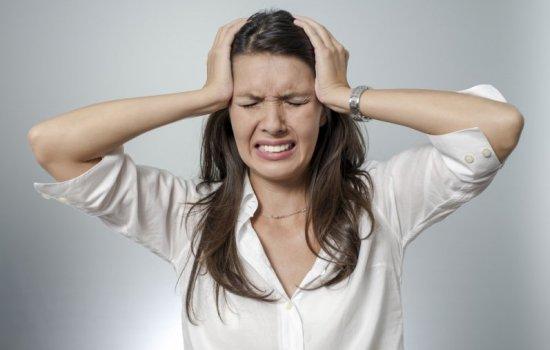 Почему сильно и часто болит голова в области глаз?