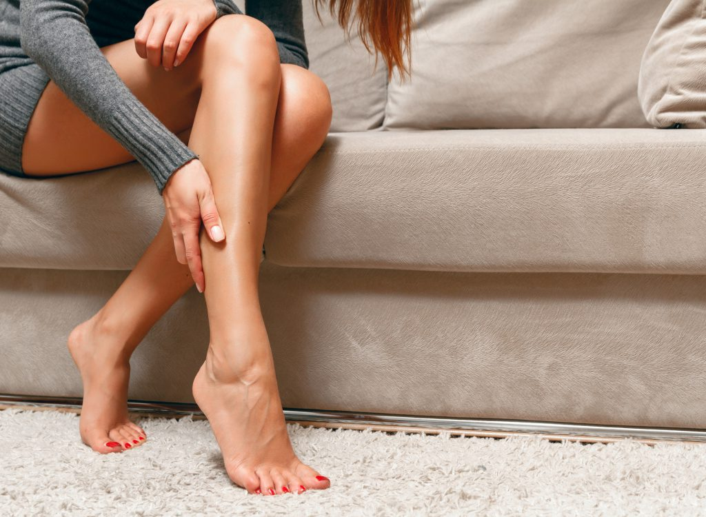 Почему сводит ноги и что с этим делать