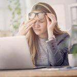 Почему дергается глаз, болит голова и другие популярные вопросы неврологу
