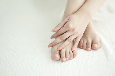 Судороги в ногах: что делать, как лечить